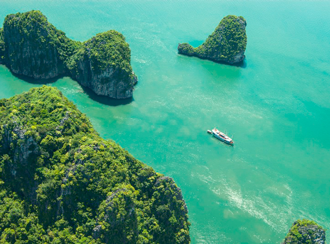 Scenic Seaplane Flights between Hanoi and Halong Bay