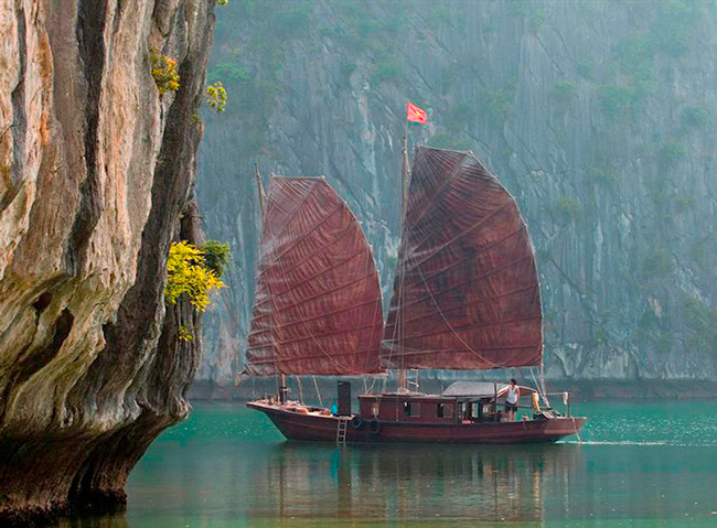 Adventure Kayak Cruise in Lan Ha Bay
