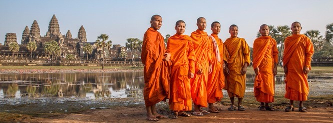 Monks in front of Angko Watt