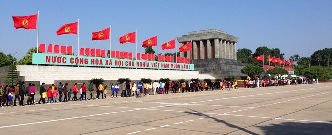 Queuing for Ho Chi Minh mausoleum
